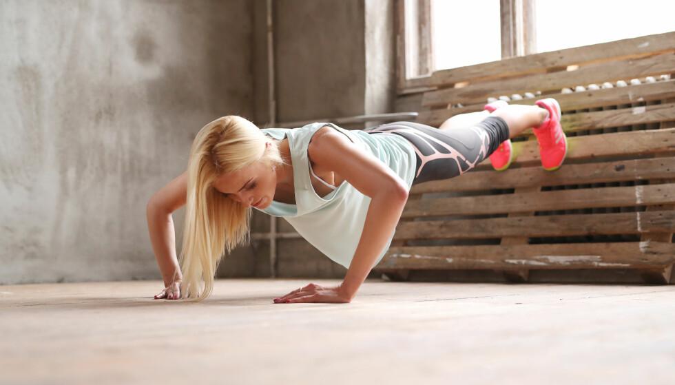 STYRKER RYGG OG BRYST: Pushups er en fin øvelse for både rygg og bryst. Foto: Scanpix