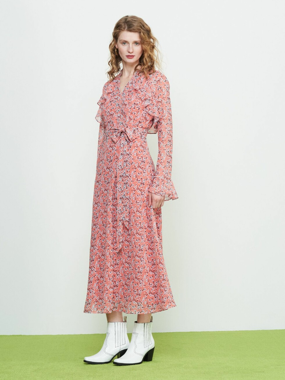 Kjole fra Kitri Studio |1442,-| https://kitristudio.eu/collections/fresh-in/products/rosalie-frill-wrap-dress?variant=7772217704514