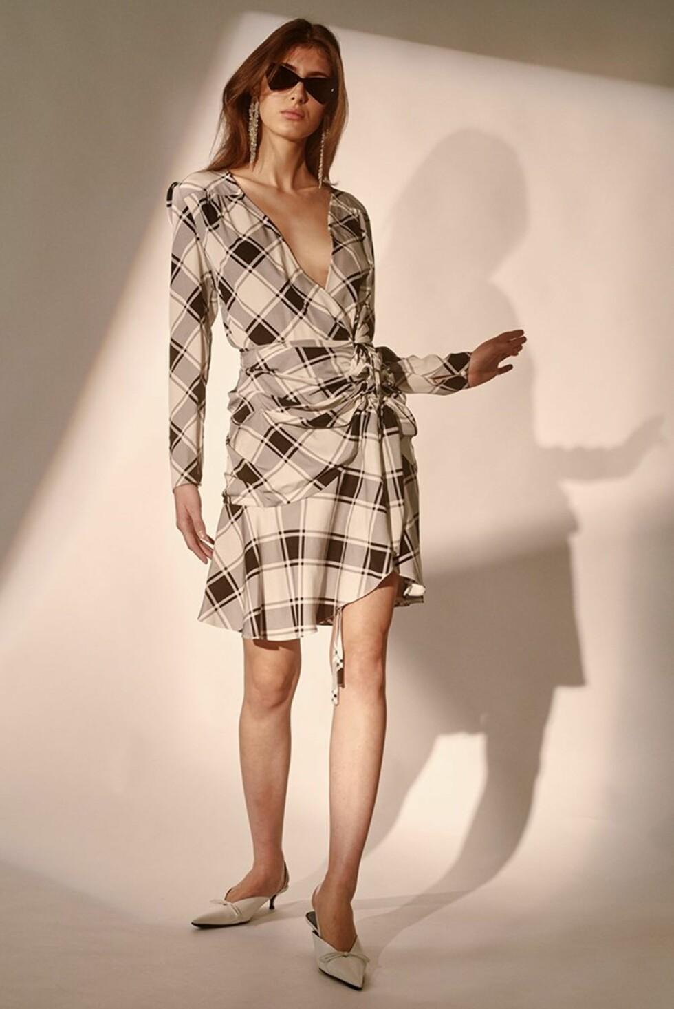 Kjole fra Style Mafia |1215,-| https://stylemafia.us/collections/new-arrivals/products/emama-dress-plaid-wrap#.WzNoOFUzbRZ