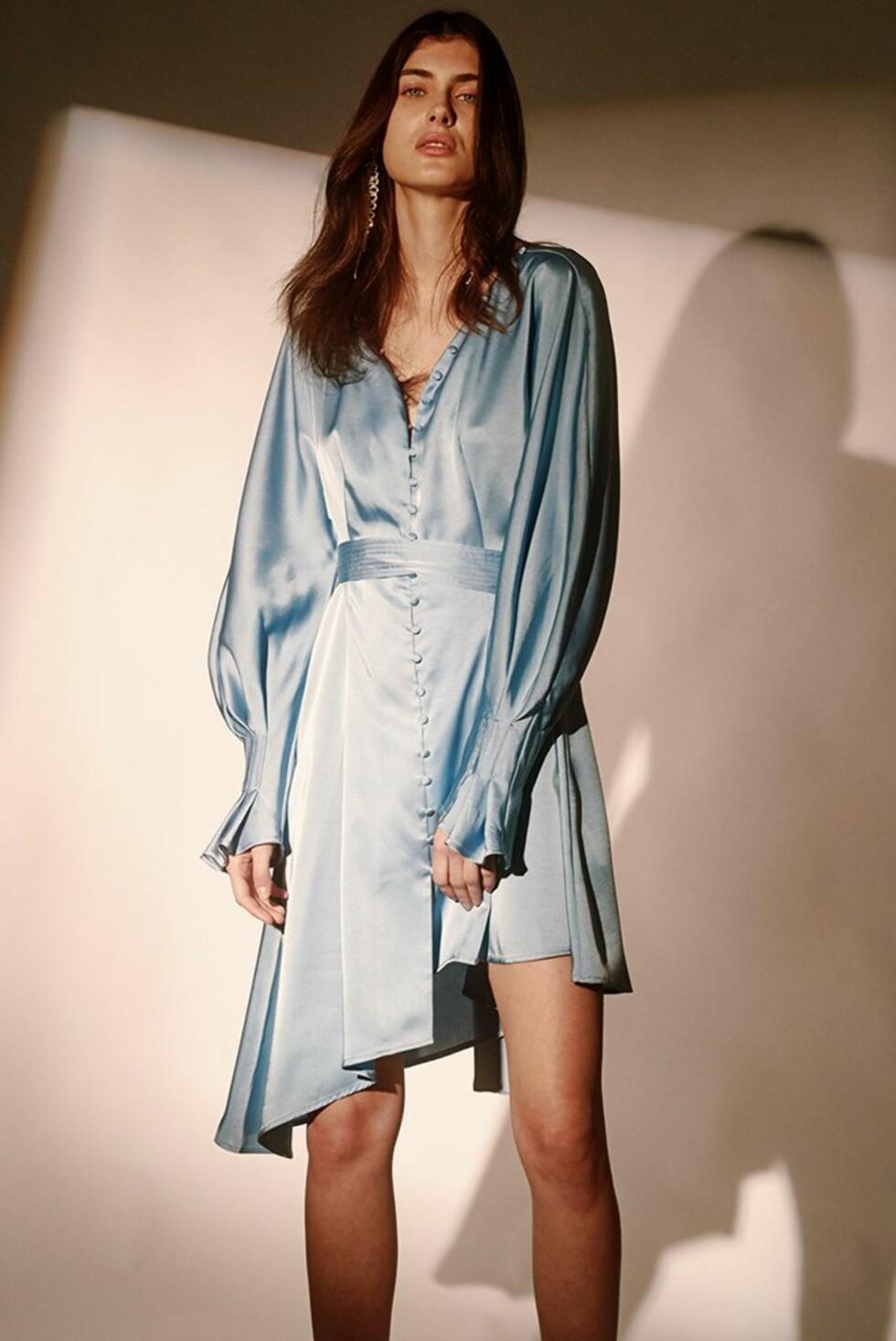 Kjole fra Style Mafia |1020,-| https://stylemafia.us/collections/new-arrivals/products/jacobina-dress-asymmetrical-pleated-dress#.WzNodVUzbRZ