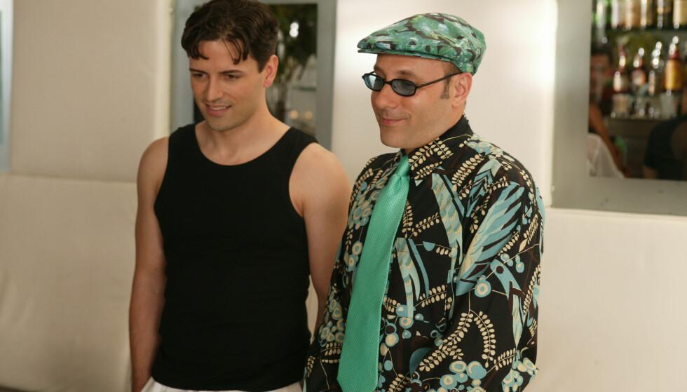 EN FAVOITT: Standford Blatch (spilt av Willie Garson) med kjæresten Marcus (spilt av Sean Palmer). FOTO: HBO