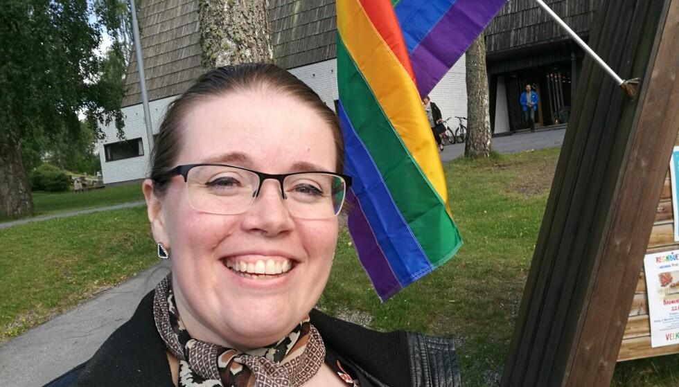 PRIDE: Mari Ingberg syntes det var utfordrende å komme ut av skapet i en liten by. Forrige helg feiret hun Pride sammen med 5000 andre brumunddøler. FOTO: Privat