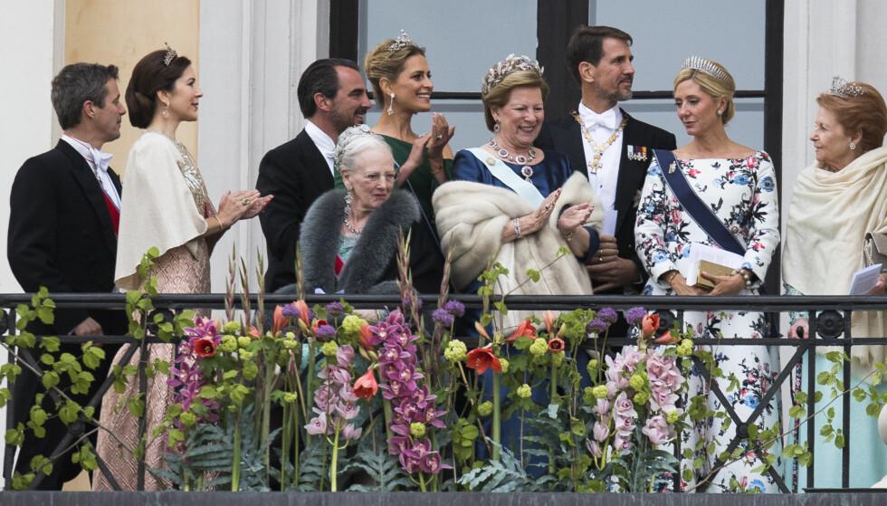 I NORGE: Marie-Chantal og familien var selvskrevne gjester da det norske kongeparet feiret sine 80-årsdager i Oslo i 2017. Fra venstre: Kronprins Frederik og kronprinsesse Mary av Danmark, Frederiks fetter prins Nikolaos og hans kone prinsesse Tatiana av Hellas, dronning Margrethe av Danmark og hennes søster eks-dronning Anne-Marie av Hellas og Danmark, og eks-kronprins Pavlos (fetter av kronprins Frederik) og kona Marie-Chantal. Til høyre er Lady Elizabeth Shakerley av Storbritannia. FOTO: NTB Scanpix