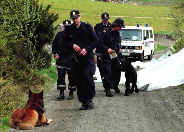 OMFATTENDE SAK: Drapet på Birgitte Tengs er blitt omtalt som en av norgeshistoriens mest omtalte drapssaker. Her er politi ved stedet på Karmøy hvor 17-åringen ble funnet drept i 1995. FOTO: NTB Scanpix