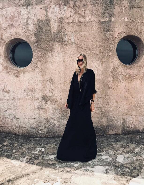 INSPIRERES AV MUSIKK: Under årets festivaler kan det bli alt fra sorte, bohemske kjoler til jeans på Celine Aagaard på festival. Foto: Privat