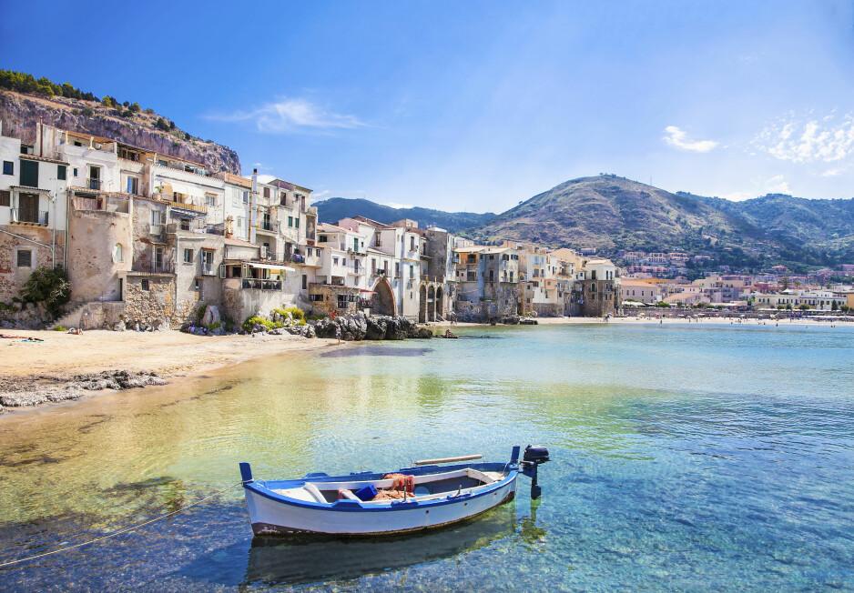 SICILIA: Nydelige Cefalu nord på Sicilia er en av øyas vakreste havnebyer, og et selvsagt høydepunkt for ethvert besøk. Foto: Scanpix