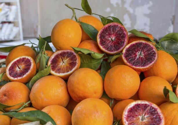 Det er lett å la seg friste av den italienske maten - og frukten.