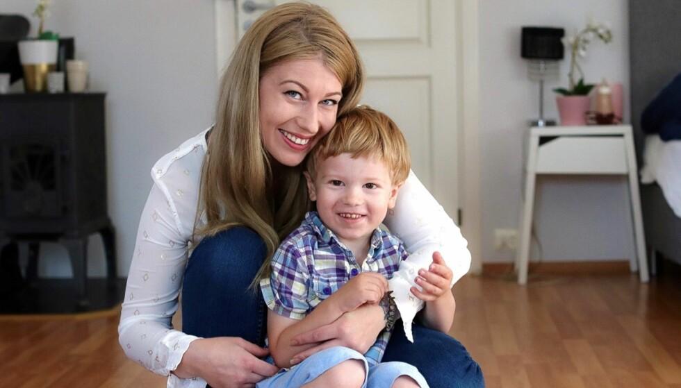 LEVER MED EN SJELDEN SYKDOM: Denis (4) har cystinose. Han må få medisiner 11 ganger om dagen, hver eneste dag. FOTO: Ida Bergersen