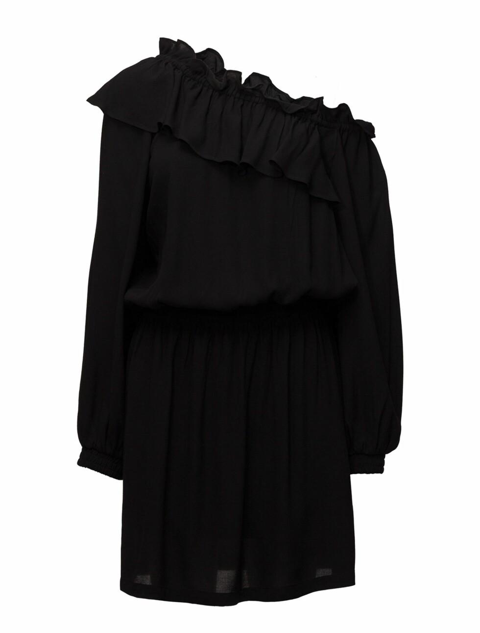 Kjole fra Designers Remix  1320,-  https://www.boozt.com/no/no/designers-remix/kate-shoulder-dress_16641109/16641125?navId=67453&group=listing&position=1000000