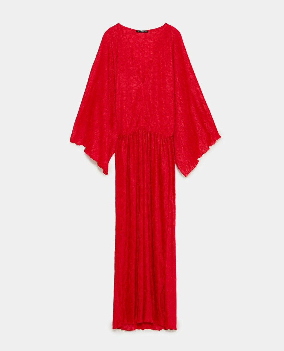 Rød kjole fra Zara  200,-  https://www.zara.com/no/no/plissert-kimonokjole-p07568011.html?v1=5755525&v2=731576