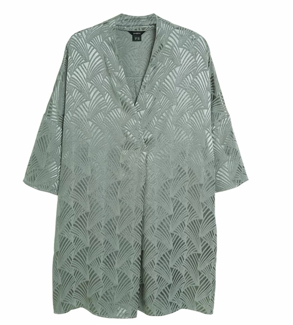 Bluse fra Lindex  399,-  https://www.lindex.com/no/dame/nyheter/7739239/Oversized-bluse-i-viskose/