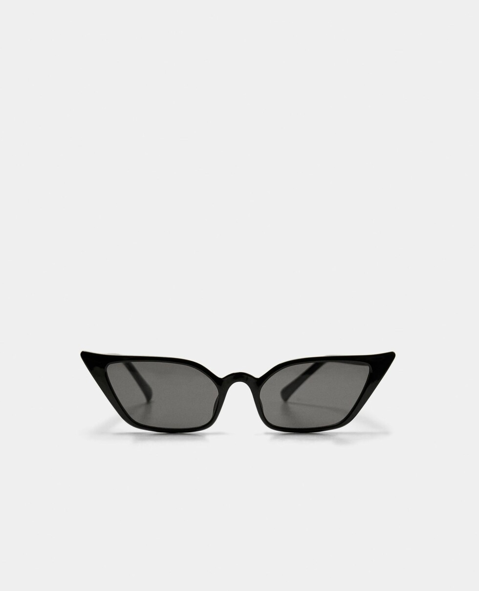 Solbriller fra Zara  200,-  https://www.zara.com/no/no/solbriller-med-katte%C3%B8yne-fasong-p01903202.html?v1=6452752&v2=1074660
