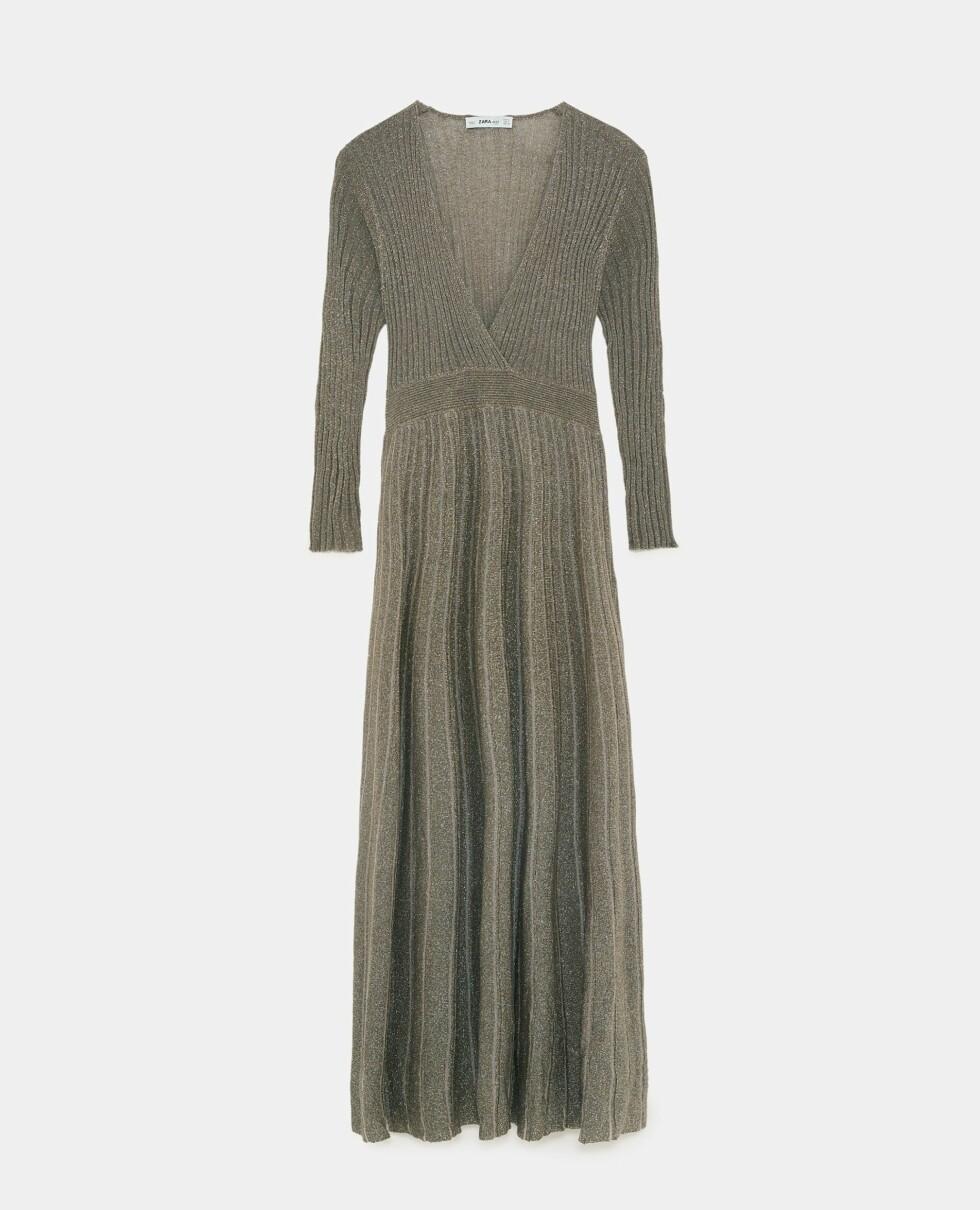 Kjole fra Zara  550,-  https://www.zara.com/no/no/strikkekjole-med-metallfarget-tr%C3%A5d-p09874105.html?v1=6453920&v2=1074660