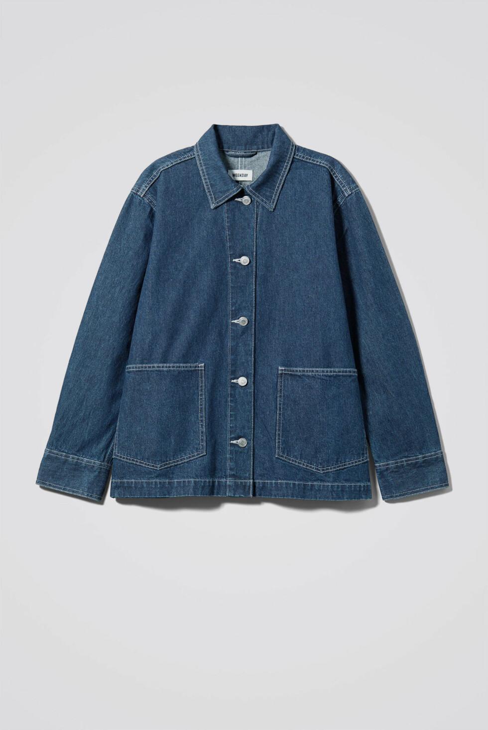 Jakke fra Weekday  600,-  https://www.weekday.com/en_sek/women/categories/new-arrivals/product.dual-denim-jacket-blue.0651681001.html