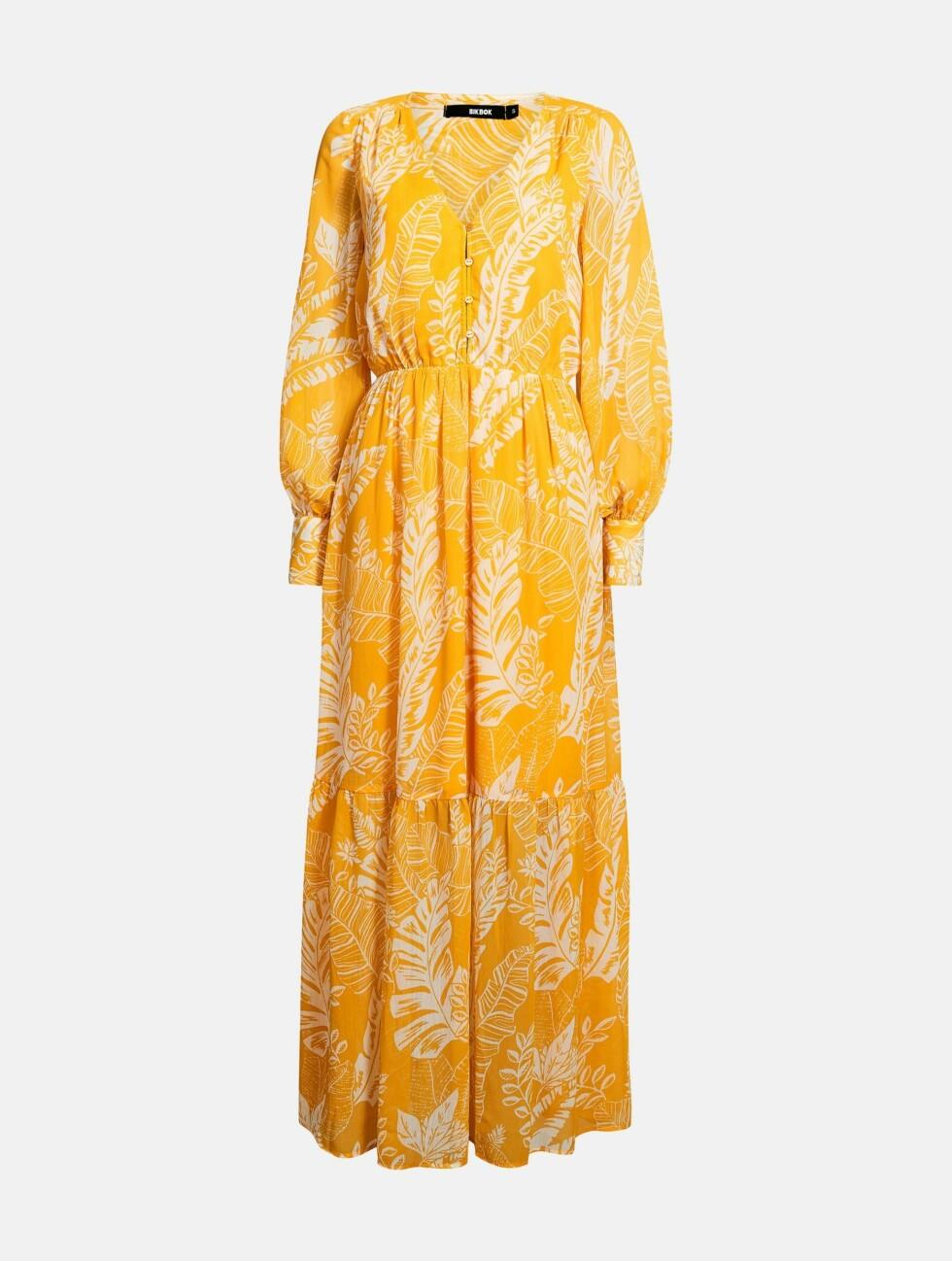 Kjole fra Bik Bok  499,-  https://bikbok.com/no/p/kjoler/noel-kjole/7223253_F001
