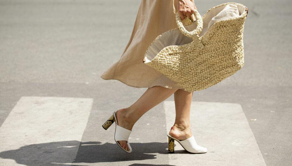 KLÆR PÅ BUDSJETT: Nei, et par kule sko og en lekker veske må ikke koste 10 000 kroner for å være helt rå! Foto: Scanpix