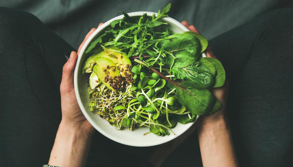 VEGANER: Flere velger å droppe kjøtt og andre animalske matvarer, men det blir ikke automatisk sunnere. FOTO: NTB Scanpix