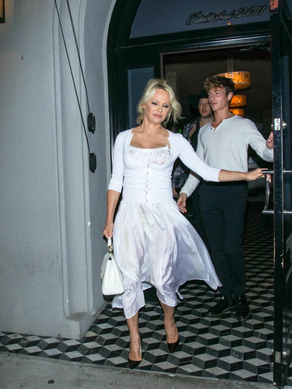 15. juni 2018: Pamela Anderson forlater Craig's.
