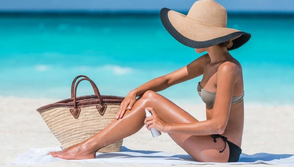 SMØR GODT: Husk å smøre solkremen jevnt ut. FOTO: Shutterstock