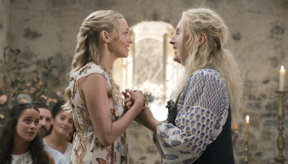 HERE WE GO AGAIN: Amanda Seyfried og Meryl Streep spiller mor og datter i Mamma Mia-filmene. Her fra oppfølgeren som har premiere i slutten av juli. FOTO: NTB Scanpix