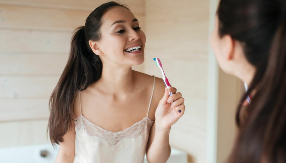 TANNBØRSTE: Hva er best, en elektrisk tannbørste eller den gode gamle tannbørsten? FOTO: Shutterstock / Robert Neumann