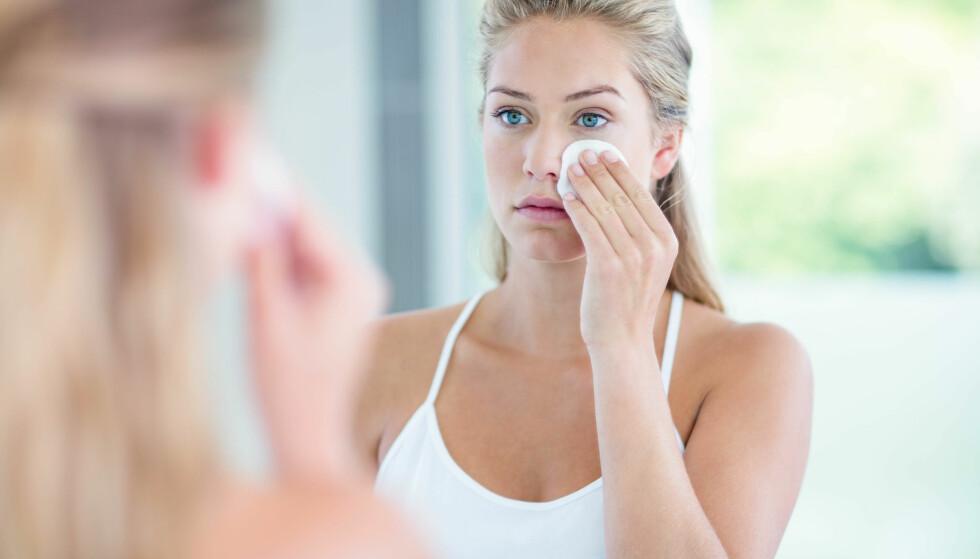 IKKE GLEM Å RENSE HUDEN: - Hvis vi ikke renser bort solkremen skikkelig om kvelden vil SPFen faktisk bli giftig på huden, og gjøre skade. FOTO: NTB Scanpix