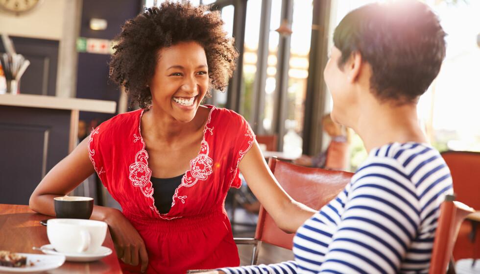 GODE KOLLEGAER: Kollega-venninnen er gull verdt og gjør arbeidsdagene bedre! Foto: NTB Scanpix