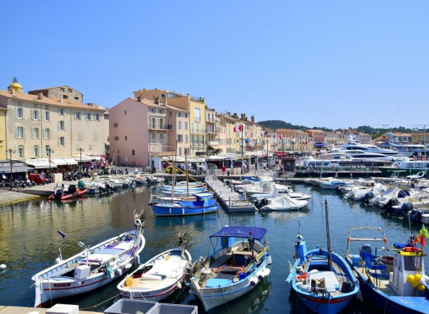 Selv om det er høy glamfaktor her om sommeren, er Saint-Tropez også en tradisjonell fiskerlandsby.