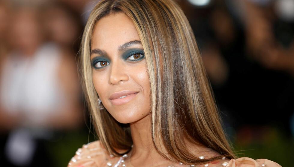 BEYONCÉ TVILLINGER: For ett år siden ble superstjernen Beyoncé Knowles tvillingmamma, og i slutten av juli delte hun et supersøtt bilde av seg selv med tvillingbarna Sir og Rumi på nettsiden Beyonce.com. Se bildet i saken! FOTO: NTB Scanpix