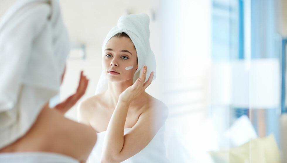IKKE LIKE SUNN: - Rent biologisk vil man fra midten av 20-årene få en reduksjon i produksjon av kollagen, hyaluronsyre og elastin. Dette er komponenter i huden som gjør den sunn, frisk og levende. FOTO: NTB Scanpix