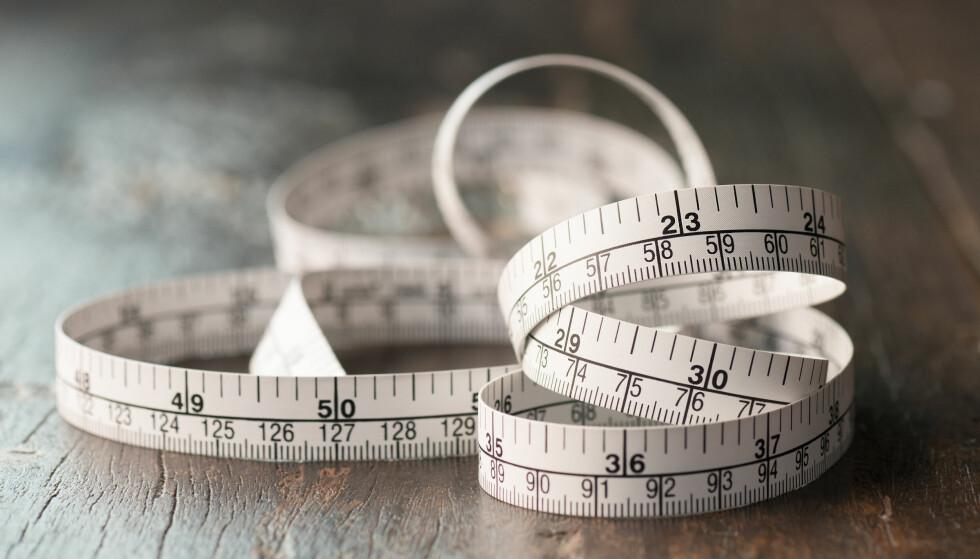 MIDJEMÅL: Midjemålet betyr mye mer enn utseendet ditt og hvordan klærne dine sitter fordi det handler om helsen din, men hvor opptatt skal vi egentlig være av det? FOTO: NTB Scanpix