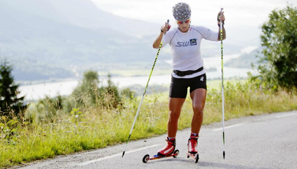 MASKIN: Vibeke Skofterud var en allsidig og sterk idrettsutøver. Da hun la opp som langrennsløper i 2015 beholdt hun en fot innenfor skimiljøet hun var en del av, og i vinter var hun kommentator under Vinter-OL i Pyeongchang i Sør-Korea Dette bildet er tatt på Kvitfjell i 2013. FOTO: Kristoffer Øverli Andersen / NTB scanpix
