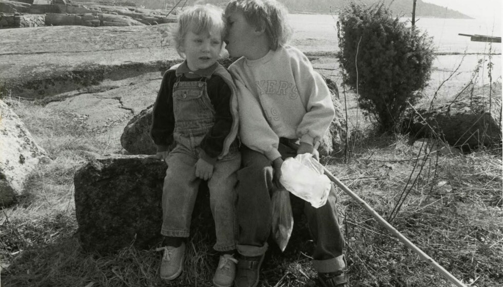 SØSKENKJÆRLIGHET: Til KK forteller Jan Grue at han aldri følte på noe misunnelse overfor lillesøsteren Kristin, som ble født uten funksjonshemming. Dette bildet har pappa Lars Grue tatt. FOTO: Privat