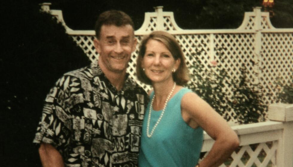 EKTEPAR: Michael Peterson giftet seg med Kathleen Atwater, en hardtarbeidende bedriftsjef for teleselskapet Nortel, i 1997. Sammen fostret de opp fem barn. Hun døde 9. desember 2001 - 48 år gammel. FOTO: Netflix