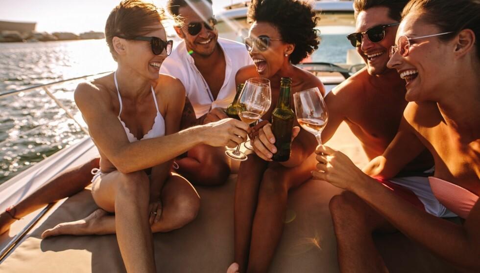 RISIKO: - Når du drikker og fører båt, utsetter du ikke bare deg selv for risiko. FOTO: Shutterstock