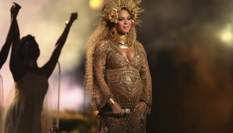 <strong>GRAVID:</strong> Beyoncé på scenen under Grammy Awards i februar 2017. På dette tidspunktet var hun gravid med tvillingene Sir og Rumi. FOTO: NTB Scanpix