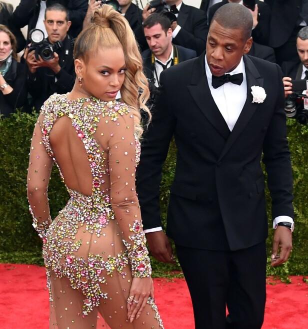MEKTIG: Beyoncé lar seg ikke pille på nesen, og snakker ut om fordommene hun har møtt på som ung, afro-amerikansk artist. Dette bildet er tatt under Met Gala i New York i mai 2015. FOTO: NTB Scanpix