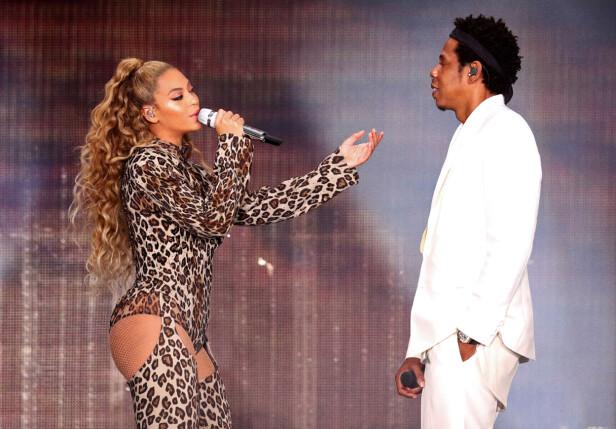 SAMMEN PÅ TURNÉ: I perioden 6. juni til 4. oktober er ekteparet Beyoncé og Jay-Z på On The Run II Tour. Dette bildet er tatt under konserten i Amsterdam i slutten av juni. FOTO: NTB Scanpix