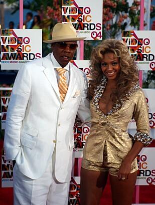 DET FØRSTE OFFISIELLE BILDET: Under MTV Video Music Awards i 2004 dukket Beyoncé og Jay-Z opp side om side på rød løper for aller første gang. FOTO: NTB Scanpix