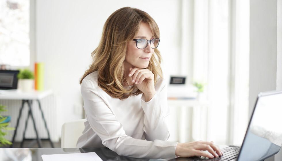 PINLIGE SYKDOMMER: Mange tyr til søkemotorer på nett i stedet for å gå til legen når de har en plage eller sykdom som de synes er litt flau. Er det så lurt? FOTO: NTB Scanpix