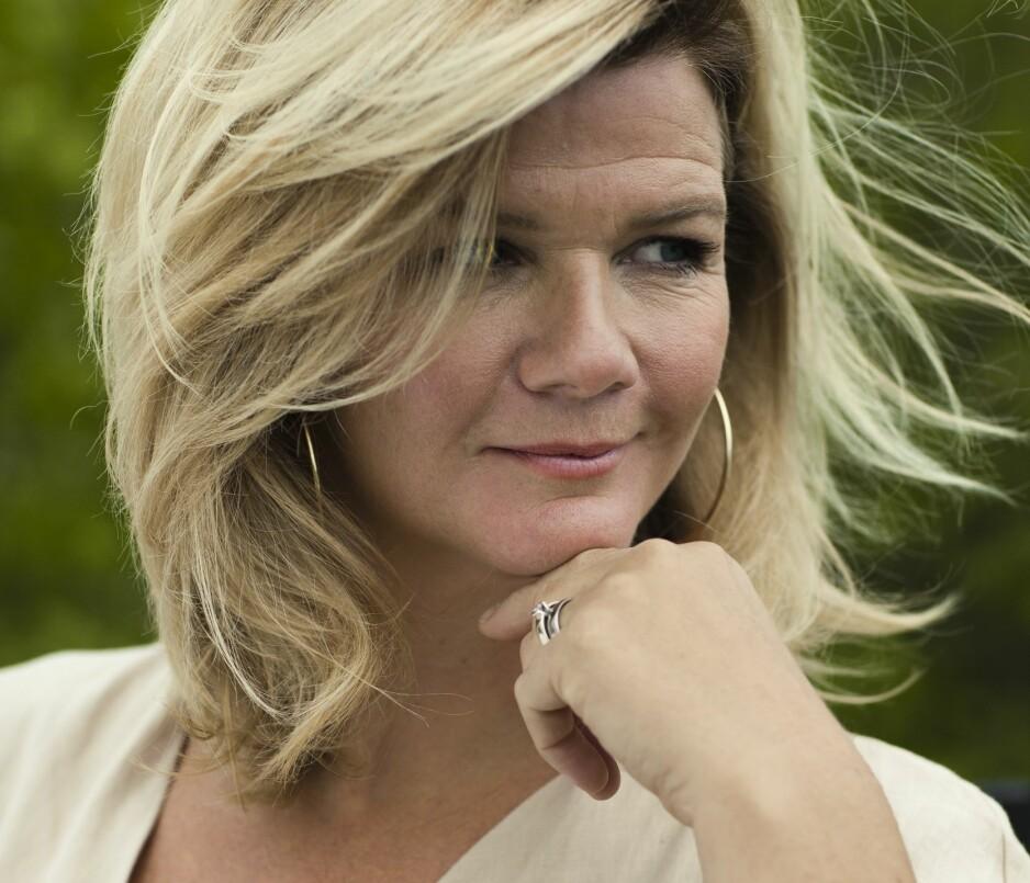 ANNE LINDMO: – Jeg hadde jo aldri planlagt å bli programleder. Ungdom i dag har «linet» opp livet sitt med skyhøye ambisjoner om alt de skal, men jeg har ikke hatt en stor masterplan, så jeg har unngått å skuffe meg selv i særlig grad, sier Anne Lindmo. FOTO: Astrid Waller