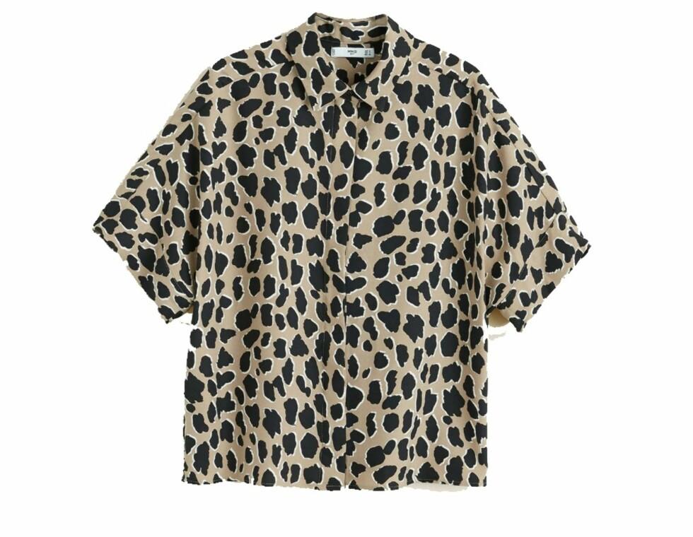 Overdel fra Mango  349,-  https://shop.mango.com/no/damer/skjorter-bluser/skjorte-med-leopardtrykk_31093819.html?c=30&n=1&s=search