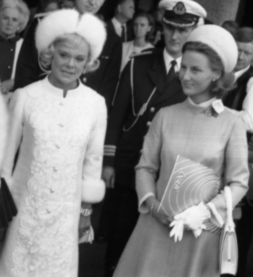 SONJA + SONJA: Sonja Henie og Sonja Haraldsen under åpningen av Henie-Onstad kunstsenter 23. august 1968. Seks dager senere giftet sistnevnte Sonja seg, og ble Norges nye kronprinsesse. FOTO: NTB Scanpix