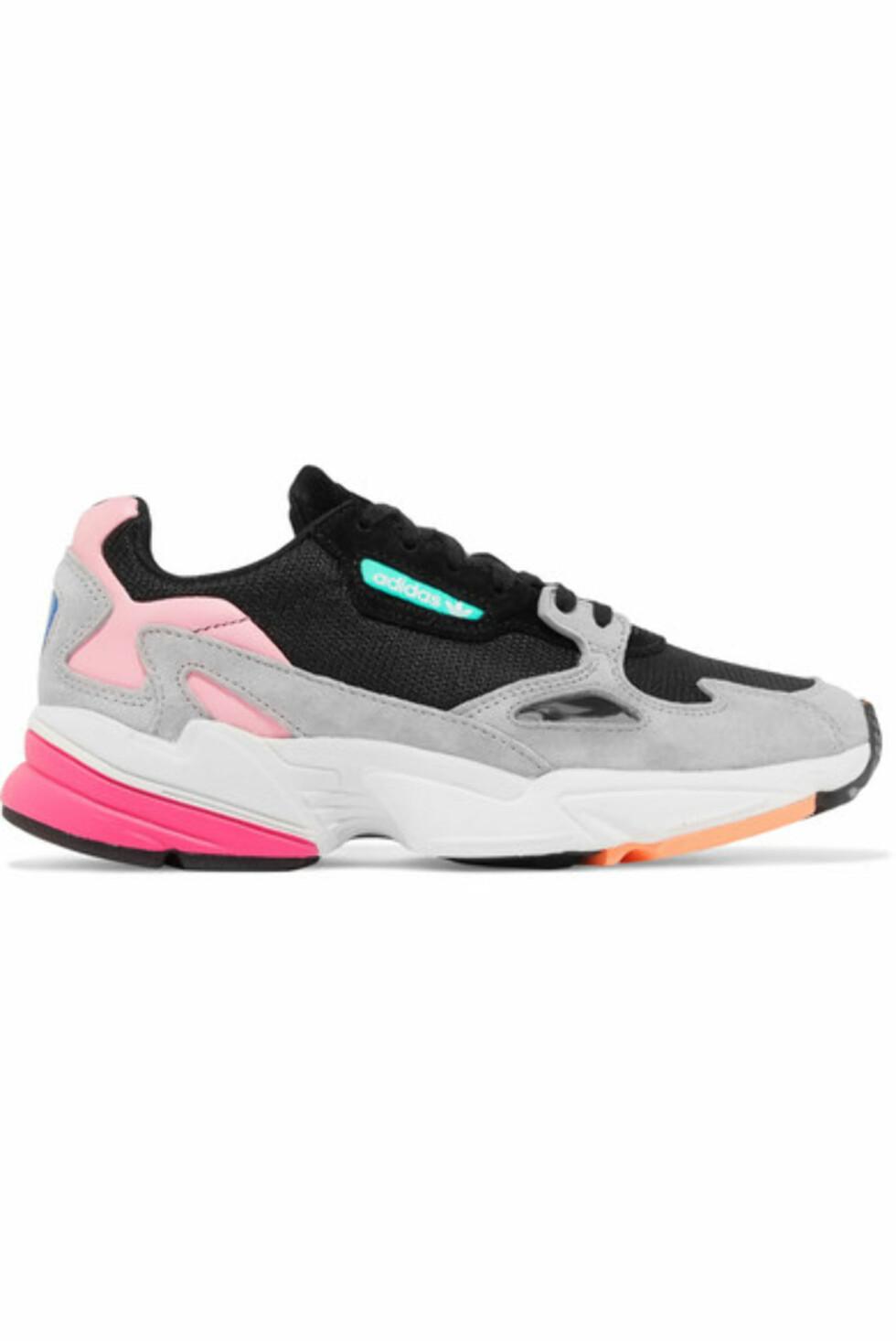 Sko fra Adidas |1000,-| https://www.net-a-porter.com/no/en/product/1050789/adidas_originals/falcon-mesh--suede-and-leather-sneakers