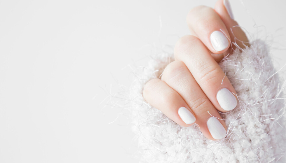 STERKERE NEGLER: Er det på tide å gi neglene litt pleie? Sørg for å gi de næring gjennom olje og håndkrem, bruk hansker ute i kulden, og få i deg de gode vitaminene som hjelper deg å få sterkere negler. Foto: Scanpix