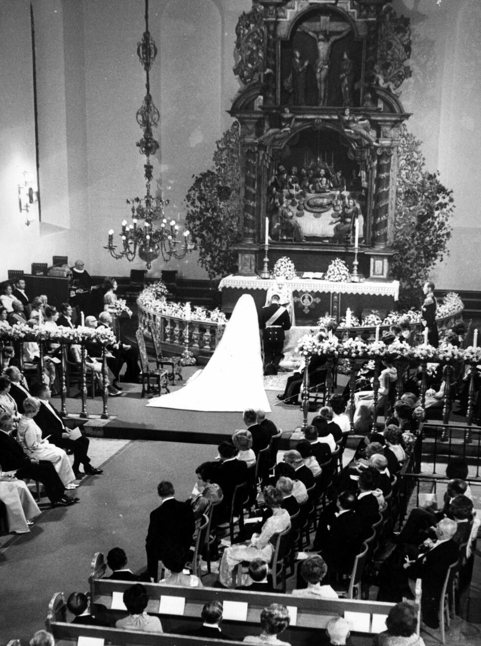 EVIG TROSKAP: Sonja og kronprins Harald ventet i hele ni år før de fikk lov til å love hverandre evig troskap. FOTO: NTB Scanpix