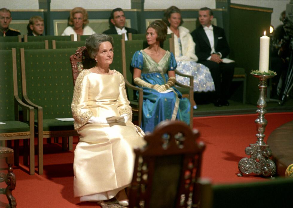 BRUDENS MOR: Fru Dagny Haraldsen i et høytidelig øyeblikk før datteren Sonja gifter seg med kronprinsen av Norge. FOTO: NTB Scanpix