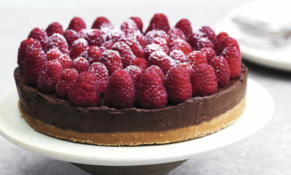 AVOKADOMOUSSEKAKE: Pasjonsfrukt er også nydelig å toppe denne kaken med. FOTO: Columbus Leth