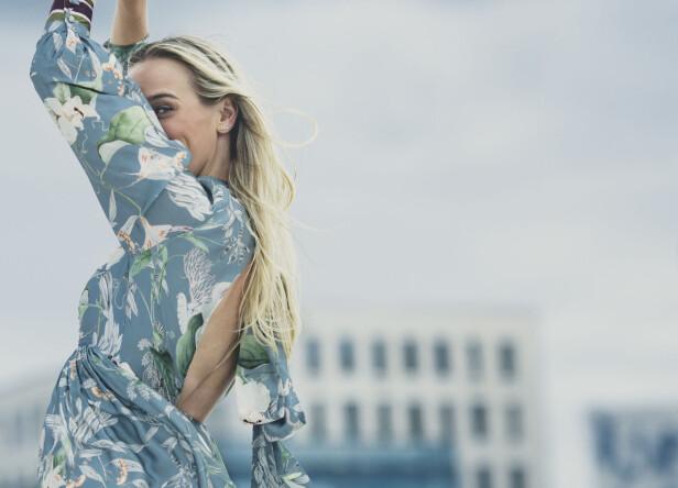 NYGIFT OG LYKKELIG: Det er ingen tvil om at Katarina Flatland er lykkelig om dagen! FOTO: Astrid Waller