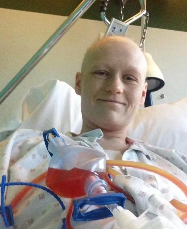TØFF KREFTBEHANDLING: Hilde måtte igjennom en tøff runde med cellegift og stråling, men hun synes at prosessen gikk bra. FOTO: Privat
